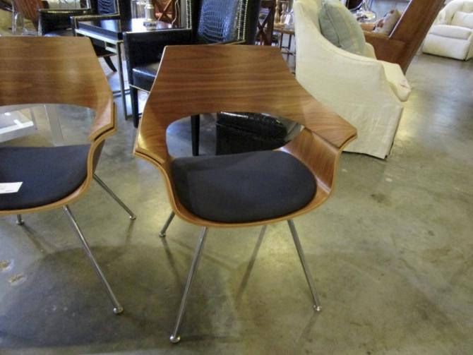 ONE OF TWO ITOKI DP CHAIRS PRICED SEPARATELY