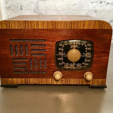 1941 Zenith AM Table Radio 5D2625 by Deco2Go