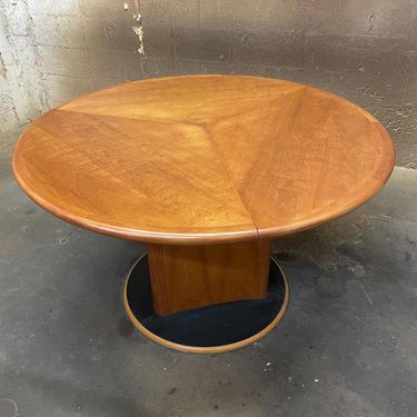 Skobvy Dining Table Expandable by FlipAtik