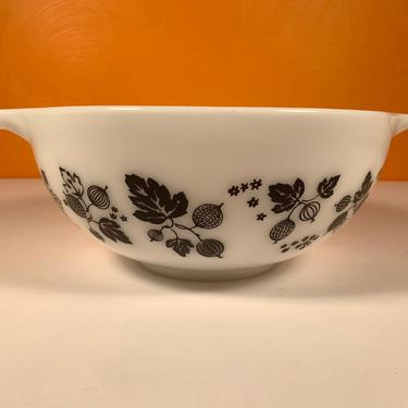 Pyrex Black and White Gooseberry #443 Mixing Bowl by CoolCatVintagePA