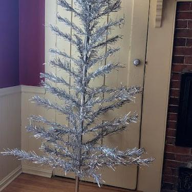 Vintage 6ft Aluminum Silver Krystal Star Christmas Tree with 61 Tapered Branches Interlocking Pole Trunk and Stand in Original Box by retrowarehouse
