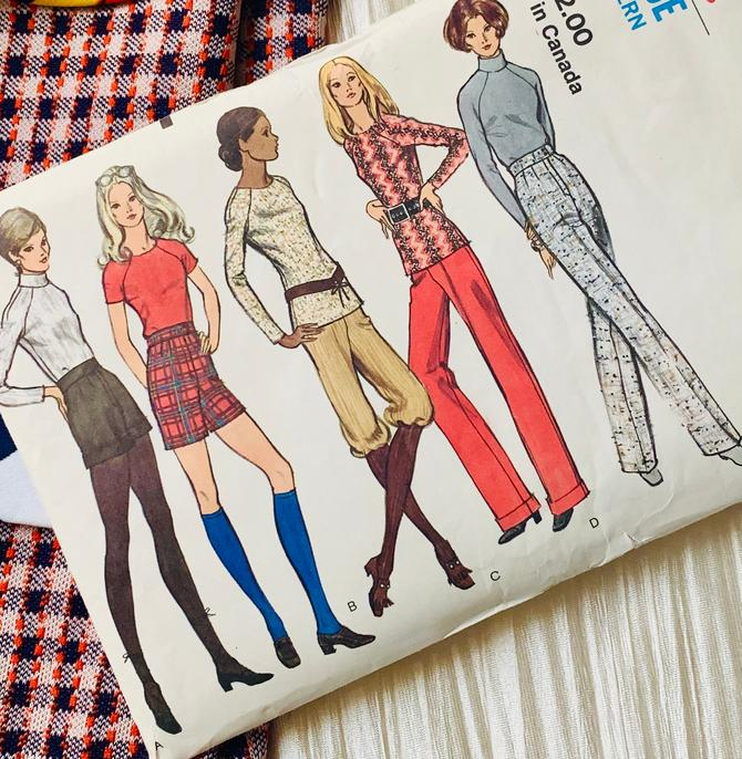 Vogue Sewing Pattern, Vintage 70s Wide Leg Pants, Shorts, Tops, Knickers, Different Looks, Complete Instructions by GabAboutVintage