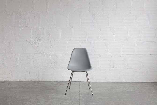 Herman Miller Plastic Eames Shell Chair