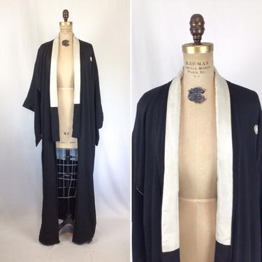 Vintage 50s Kimono | Vintage black silk kimono | 1950s trillium medallion kimono robe by BeeandMason