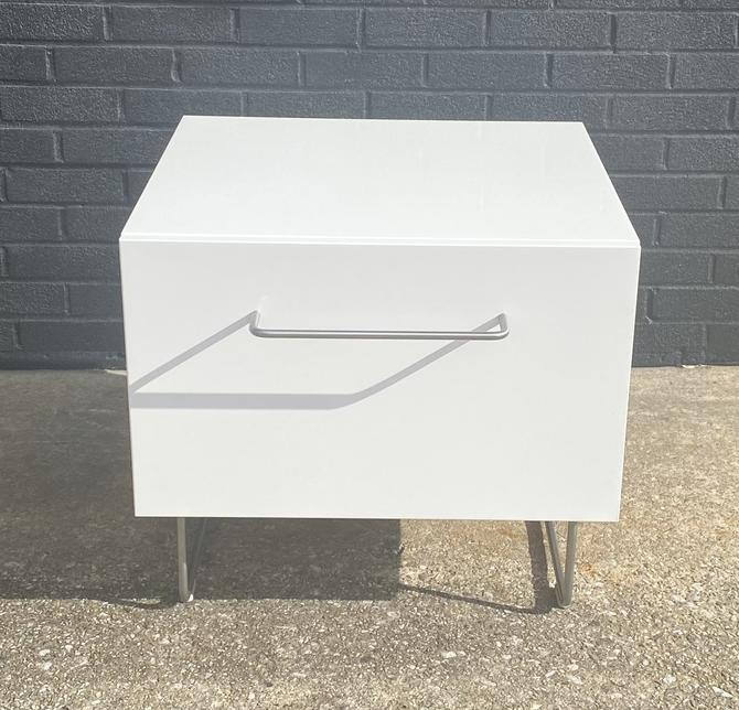 Modern Lacquered Sidetable