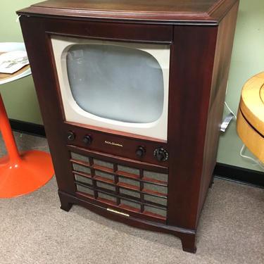 Vintage TV Bar/storage Repurpose by AgentUpcycle