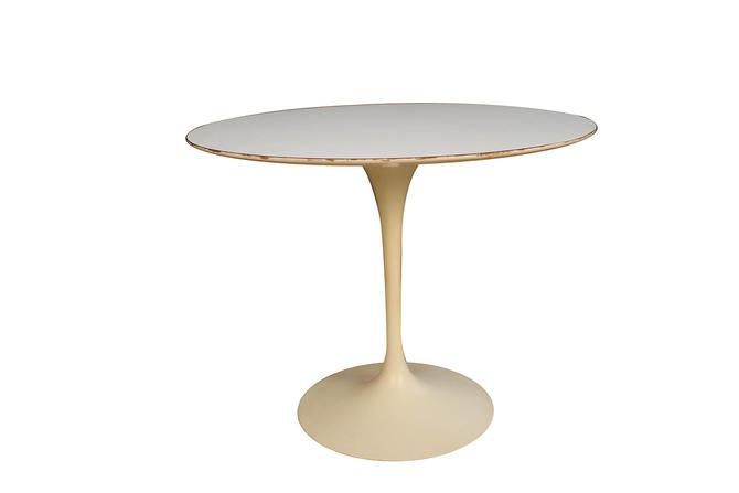 Early Knoll Mid Century Vintage Round Saarinen Tulip Table by Marykaysfurniture
