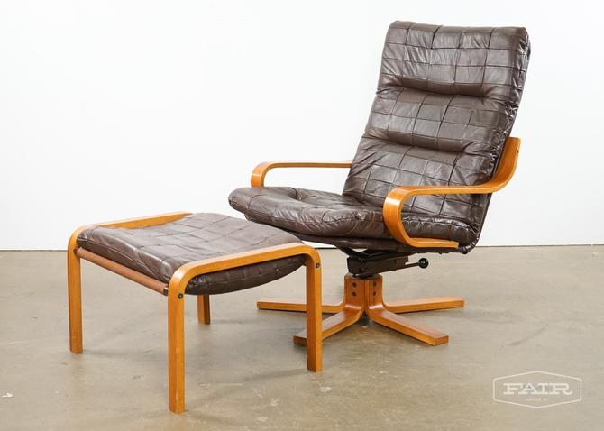Westnofa Lounge Chair With An Ottoman (1)