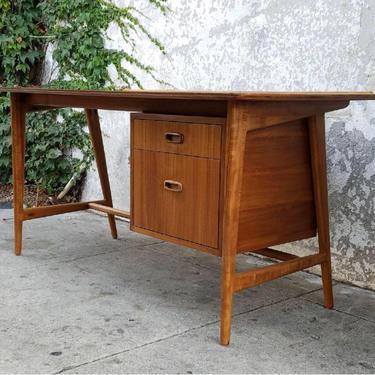 Hays Desk by CaliforniaMWoodworks