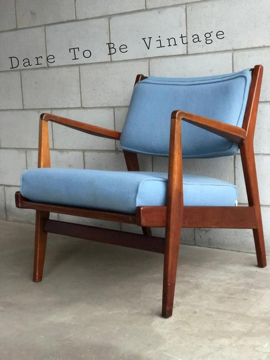 Mid Century Modern Lounge Chair  - Vintage Mid Century Modern Accent Side Arm Chair by DareToBeVintage