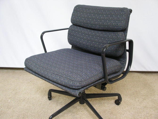 100% Original Herman Miller Soft Pad Management Chair by Charles and Ray Eames