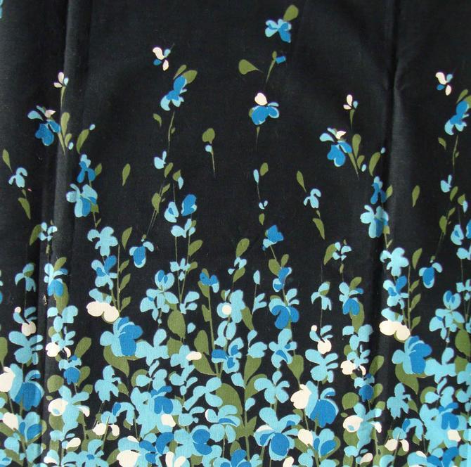 Vintage 40s Fabric Remnant Floral Border Print 1 Yd by MetroRetroVintage
