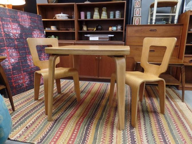 Mid-Century Modern bent plywood maple dining table and two chairs by ...