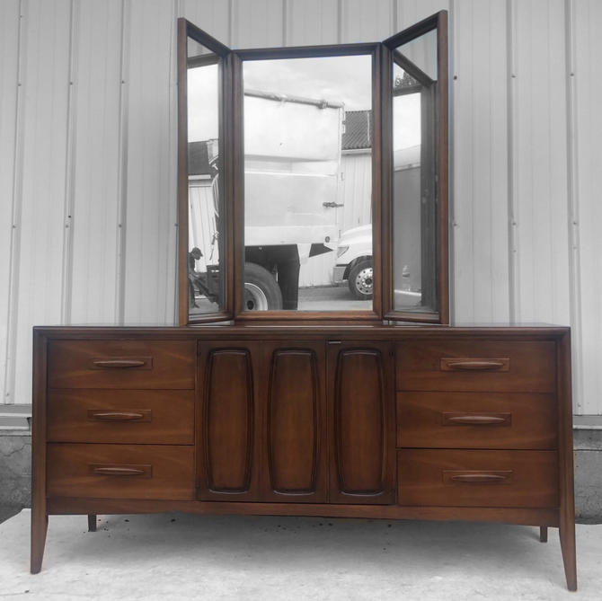 Mid-Century Modern Dresser with Mirror by Broyhill by secondhandstory