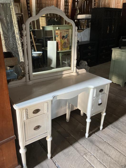 Darling White Wood Vanity with Mirror