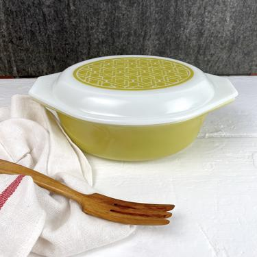 Pyrex basket weave 1.5 qt. casserole #043 - 1970s vintage by NextStageVintage