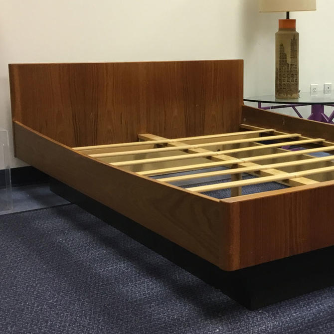 HA-C8000A WB Mobler Full-size Teak Platform Bed