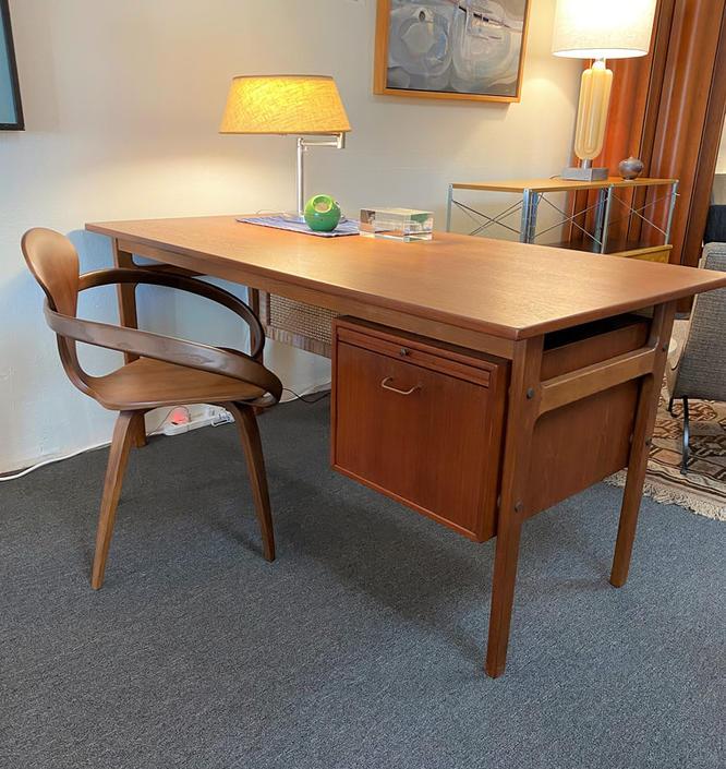 Torben Strandgaard Desk