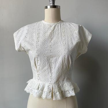 1950s Blouse Eyelet Cotton Cropped XS by dejavintageboutique