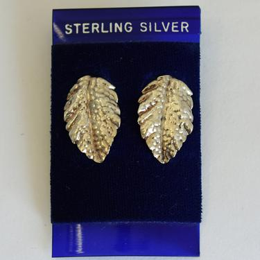 Lightweight 70's NOS sterling leaf studs, dainty detailed 925 silver nature themed post earrings, dead stock on original card by BetseysBeauties