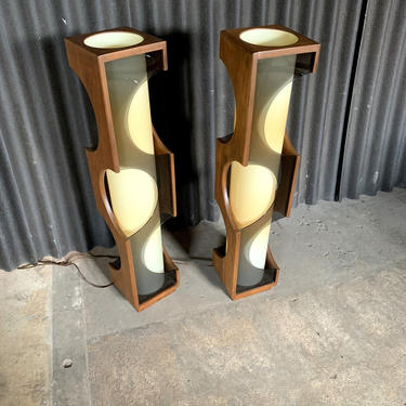 Modeline Monumental Mid Century Modern Lucite Lamps by HermansSteelGarage