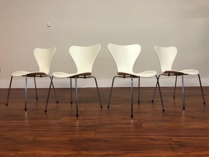 Arne Jacobsen Vintage Series 7 Chairs, Set of 4 by Vintagefurnitureetc