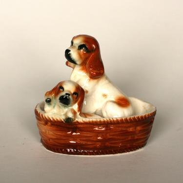 vintage ceramic beagle in a basket by suesuegonzalas