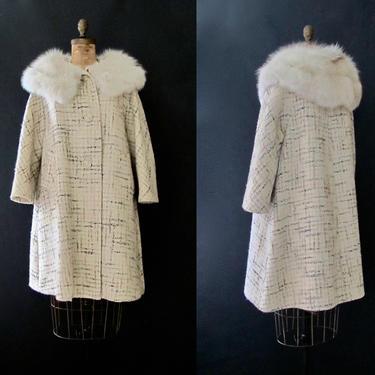 THE TWEED LIFE Vintage 60s Swing Coat | 1960s Berroco's Mochachip Tent Coat w/ Fur Collar | 50s 1950s Mid Century Cream Wool | Size Medium by lovestreetsf