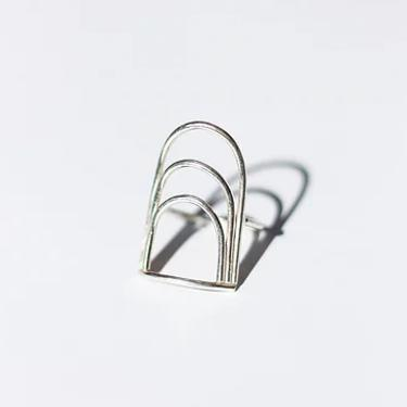 SILVER MOONGATE RING