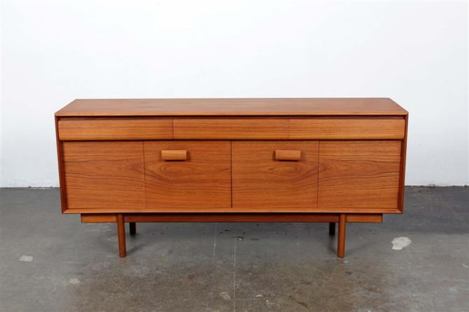 sideboard 4863