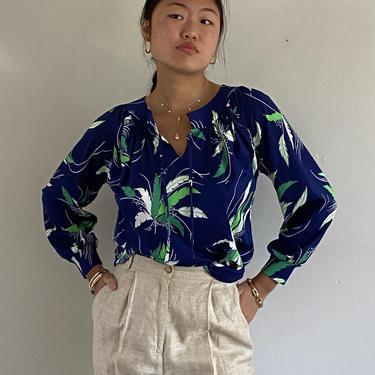 70s polyester henley blouse / vintage navy blue kelly green botanical print sporty blouse / gathered yoke raglan sleeve popover blouse | M by RecapVintageStudio