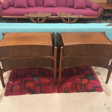 Stunning And Rare Pair Of Fully Restored WillIam Hinn Walnut Nightstands Circa 1960's by ModernFlamingo