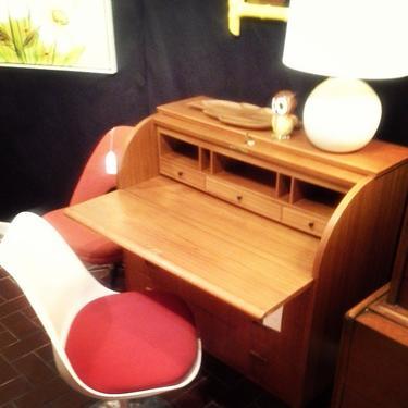 Teak Drop Leaf Desk and Saarinen Chair #teakdropleafdesk #midcenturydesk #saarinenchair