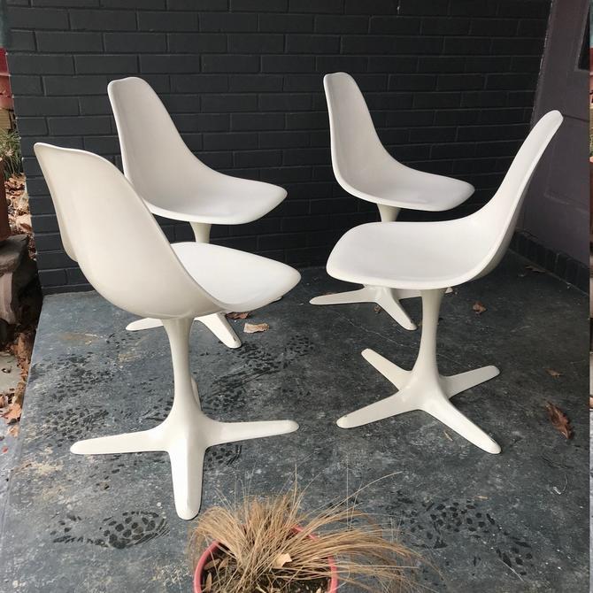 4 White Burke Dining Chairs Mid-Century Vintage Modern Fiberglass Aluminum 1960s 1970s by BrainWashington