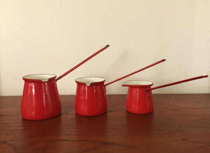 Vintage Mid Century Modern Red Enamel Melting Pot Measuring Cups Made in Yugoslavia - Set of 3 by ModandOzzie