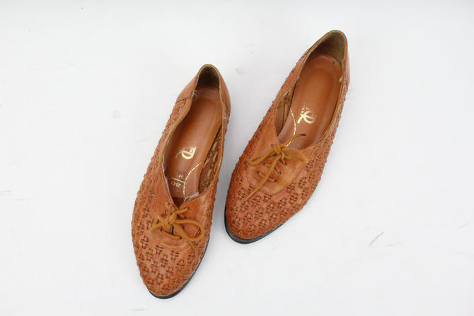 4ed3140f41 Vintage Brown Leather Woven Oxfords / Flats / Shoes / Lace Up / Women&#