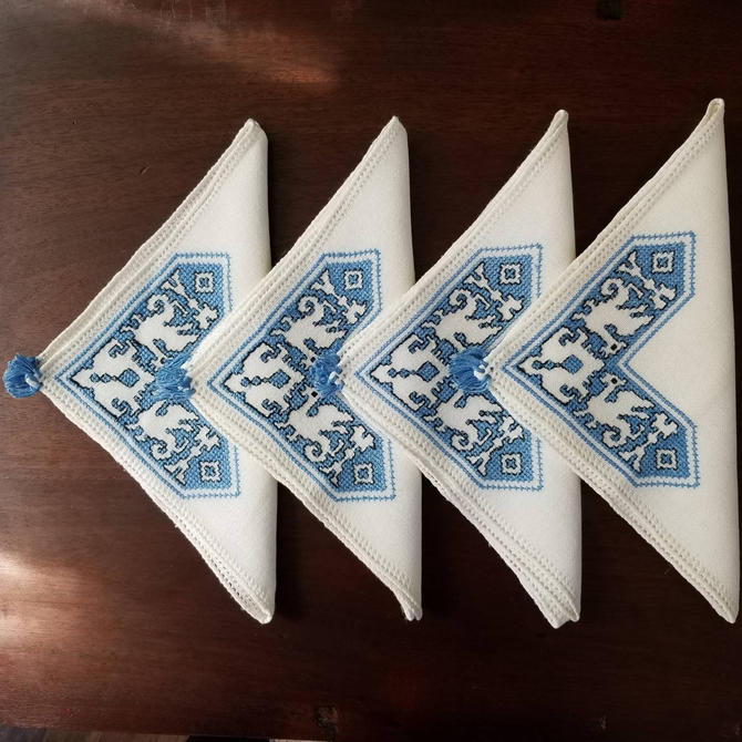 "Vintage 70s Cloth Napkin Set of Four / 15"" Embroidered Dinner Napkin / Cross Stitch Folk Design / Boho Home Decor / Vintage Table Linens by SoughtClothier"