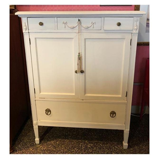 Federal style chest of drawers 36 W x 22 D x 47 H