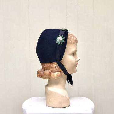 Vintage 1940s Blue Wool Bonnet, 40s Navy Felt Cloche Hat with Wings and Floral Appliqué by RanchQueenVintage