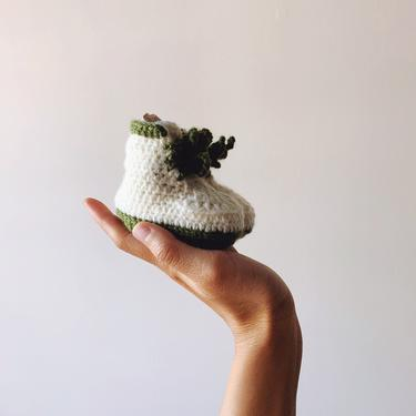 Little Minnows Baby Booties // Off White & Forest Green // Crochet Baby Sneaker Shoes by mammothandminnow