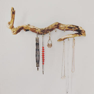 Driftwood jewelry display by emmaleejanedesign