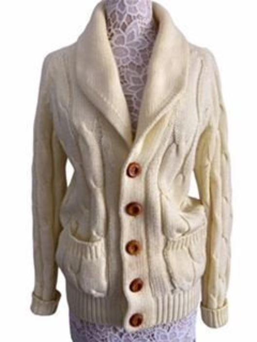 Vintage Cable knit Sweater with Wooden Buttons by InstantVintage78