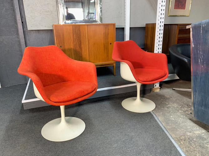 Pair knoll tulip chairs