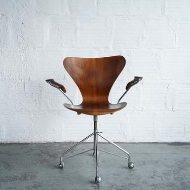 Series 7 Swivel Chair with Armrests by Fritz Hansen
