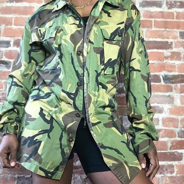 Vintage 1970s 1980s Military Camo Camouflage Lightweight Hidden Zipper Button Front Adjustable Long Sleeve Collar Shirt Jacket  Medium Large by KeepersVintage