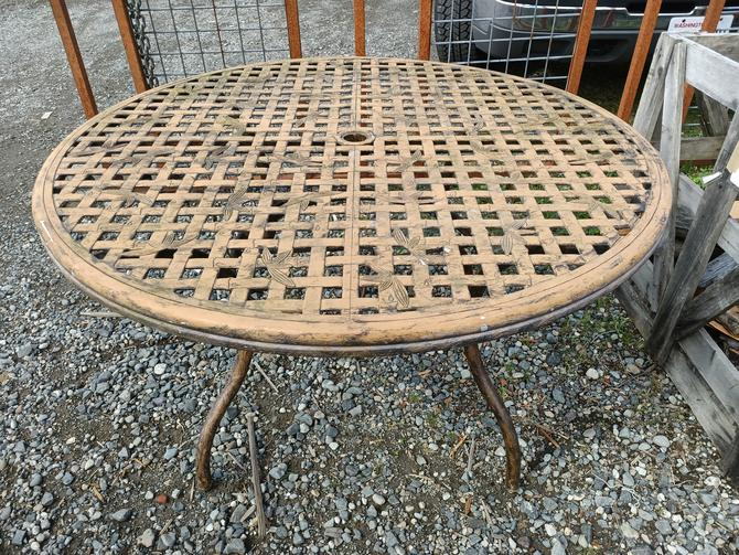 Sweet metal outdoor table w/ bamboo detail top