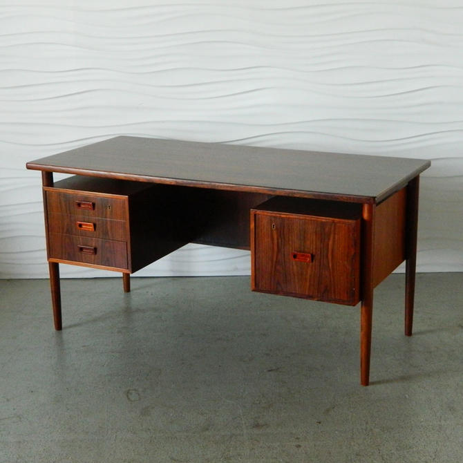 HA-C7945 Danish Rosewood Desk