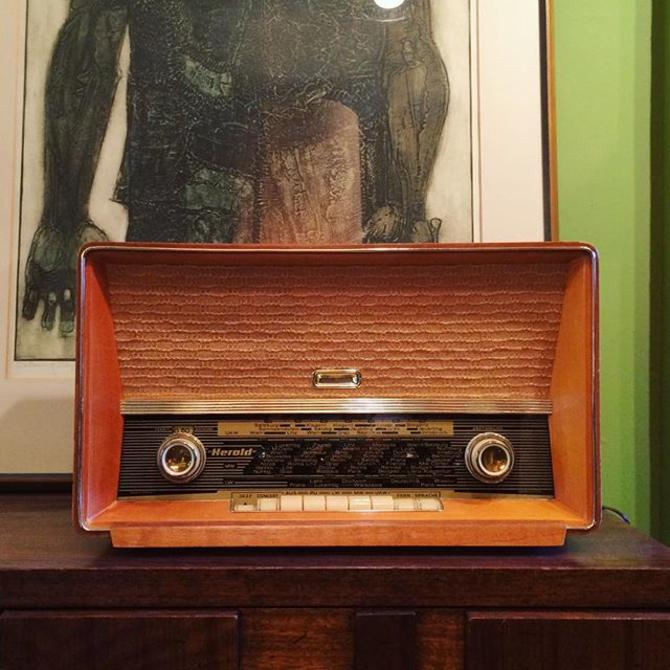 Beautiful Vintage Kapsch radio