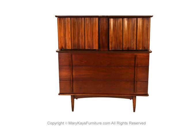 Mid Century Tall High Boy Dresser United Furniture by Marykaysfurniture