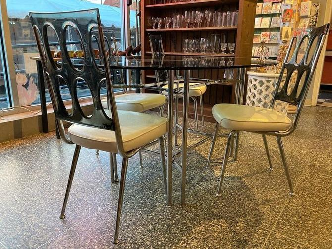 """Groovy 70's dining set, great condition. Table and four chairs, Table is 60"""" x 46"""" x 29"""""""